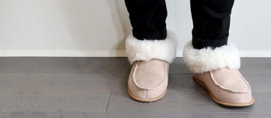 Opter pour des chaussons fourrés pour assurer le confort de vos pieds au quotidien